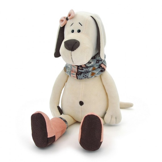 Perro peluche con botas rojas y bufanda